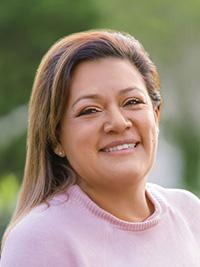 Headshot of Veronica Espinoza